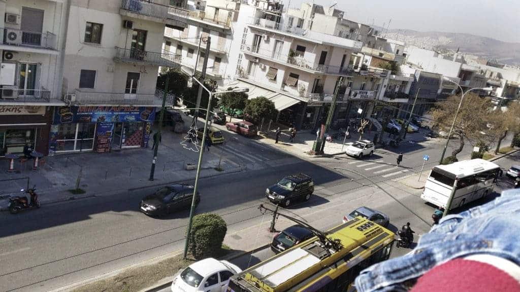 Calle en Atenas, por Abou Darwich