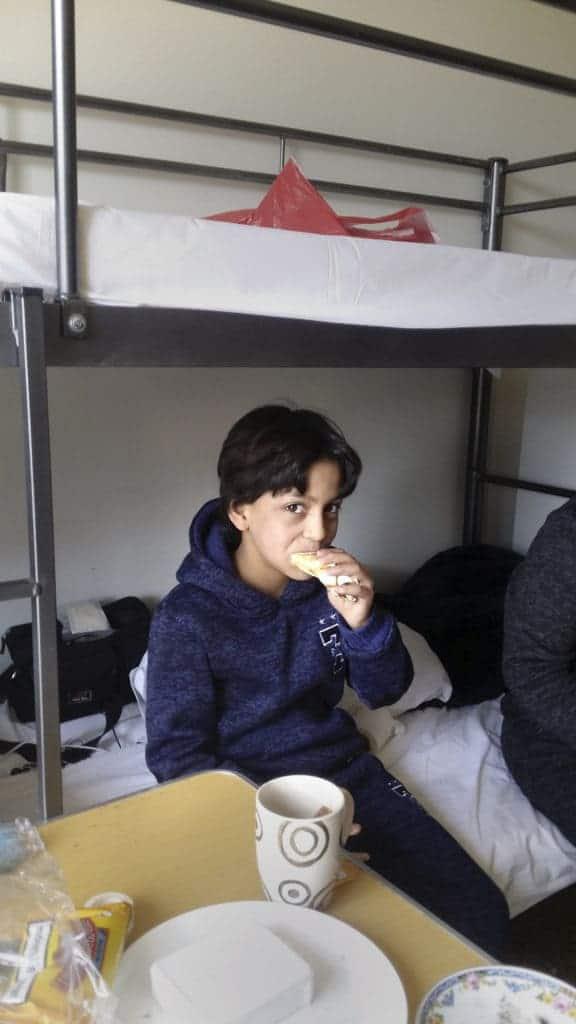 Mi hermano comiendo su comida, por Abou Darwich
